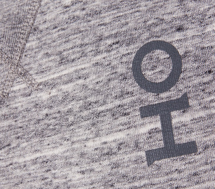 Oliver-Heldens-Sweater-Grey-closeup